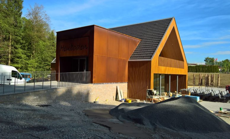 Corten Fassade Heuboden, Holzhäusern
